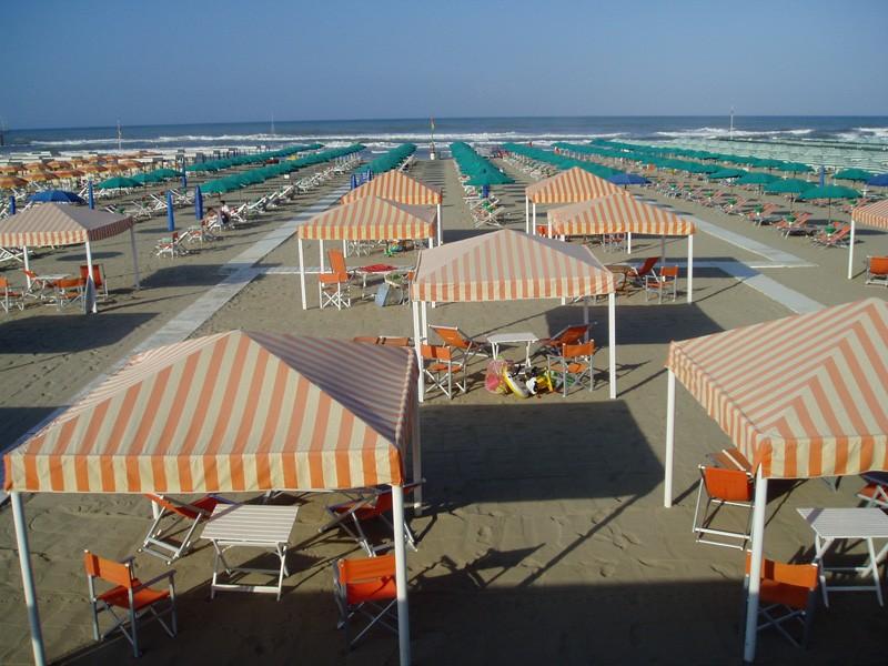 Bagno italia a marina di pietrasanta - Bagno milano viareggio ...